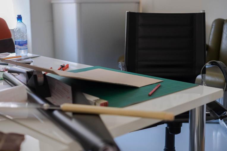 Arbeitsfläche für die Kartonteile