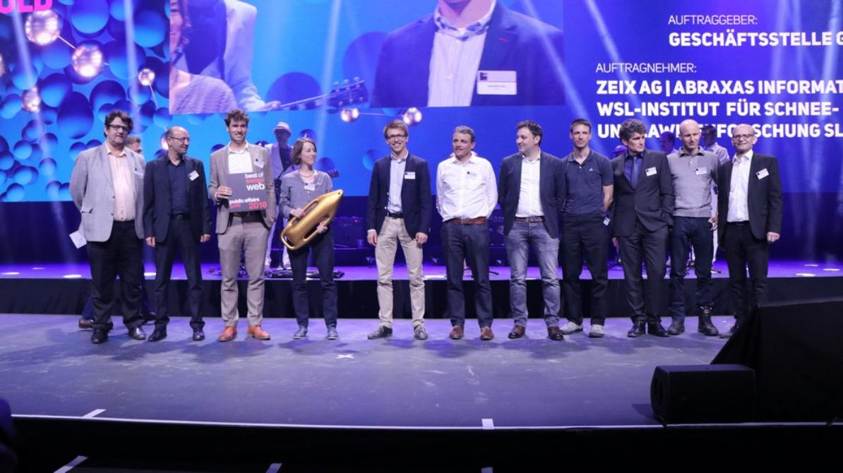 Das GIN-Team bei der Preisverleihung für den 1. Platz in «Public Affairs»