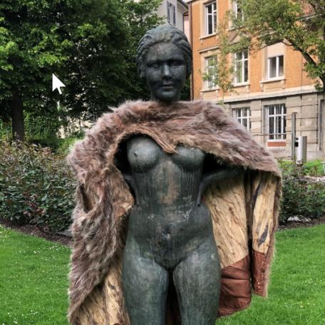 Frauenstatue am Stauffacher