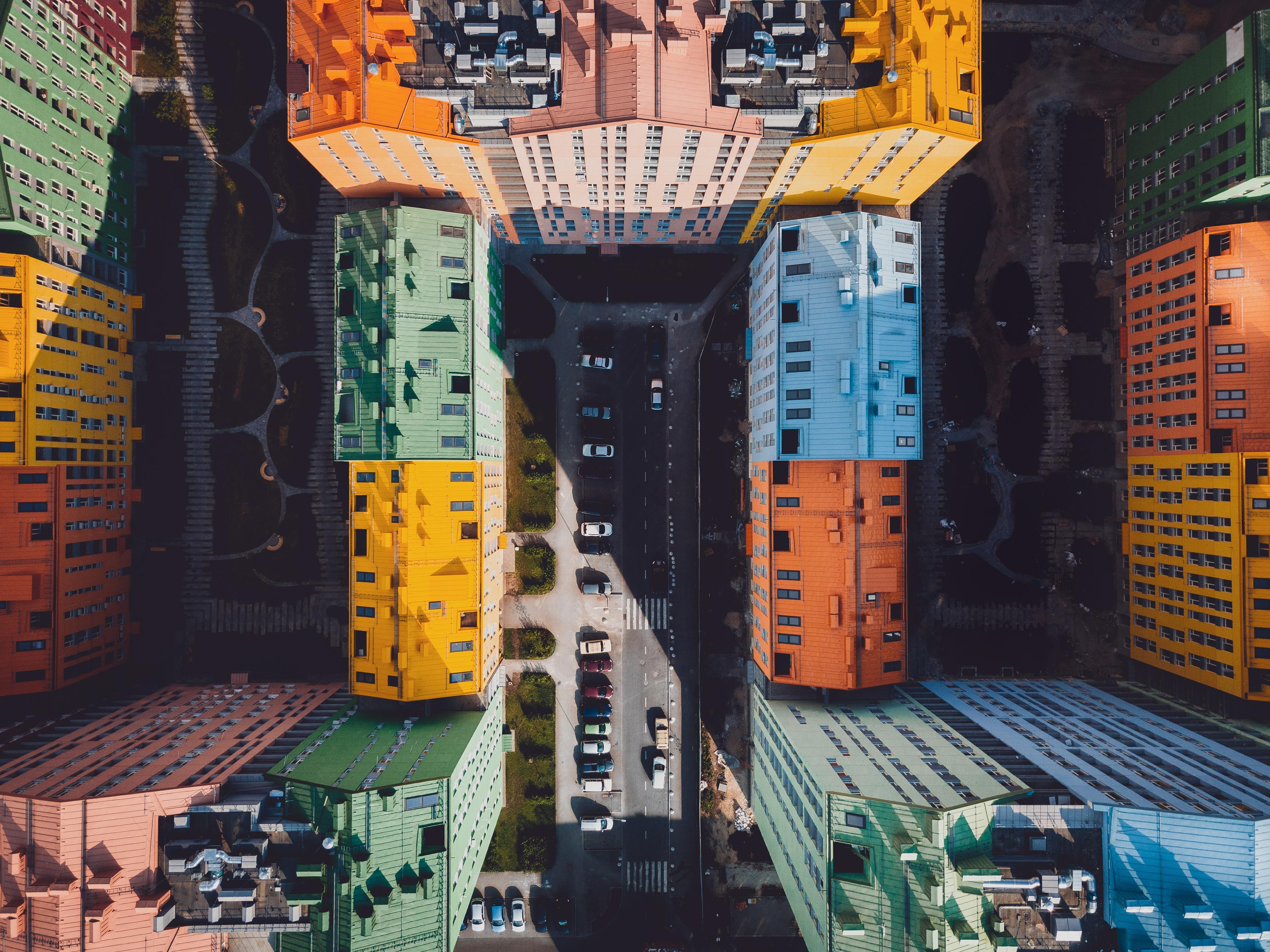 Aufgeräumte Häuserblöcke von oben