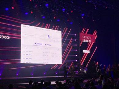 Website des Flughafens auf dem Screen bei der Preisverleihung beim Best of Swiss Web Award